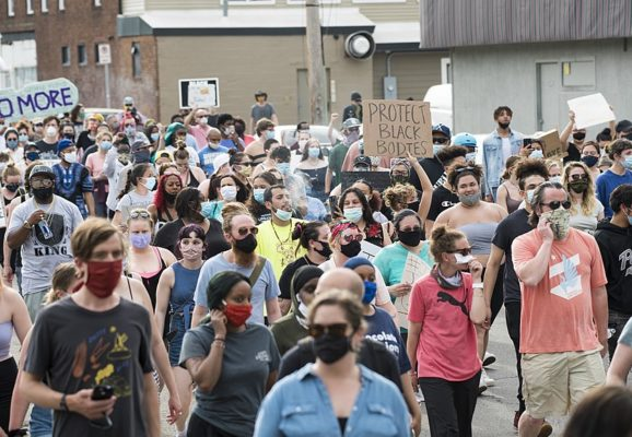 On May 26, 2020, people protested against police violence after the death of George Floyd. Large crowd of protesters in a street. (Photo: Fibonacci Blue/Wikimedia)