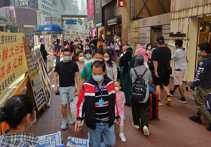 Shoppers in Hong Kong wearing masks during the COVID-19 pandemic, March 2020. (Andrii Makukha/Wikimedia)