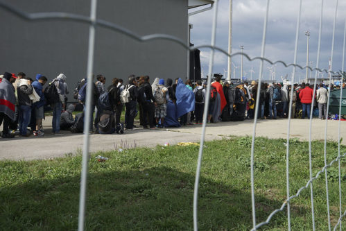 A line of Syrian refugees crossing the border of Hungary and Austria on their way to Germany. Hungary, Central Europe, 6 September 2015. (Photo: Mstyslav Chernov/Wikipedia)