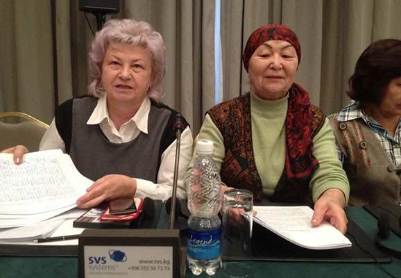 "Kyrgyz civil society representatives Svetlana Bashtovenko and Bubusara Ryskulova collect signatures on a petition against the adoption of the draft ""Foreign Agents Law"" (photo credit: ICNL)"