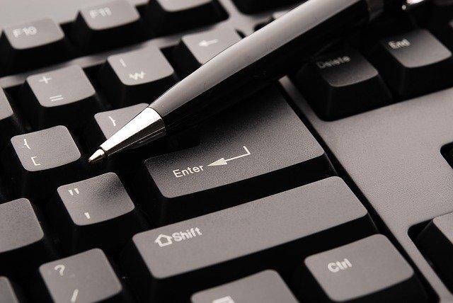 pen on keyboard (photo credit: pixabay.com)