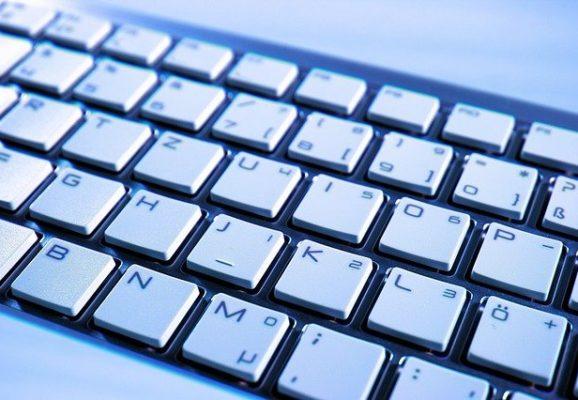 white computer keyboard (photo credit: pixabay.com)