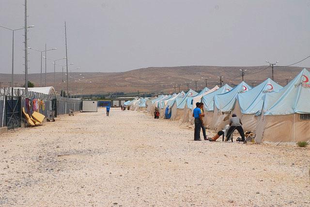 red crescent refugee camp (credit: pixabay.com)